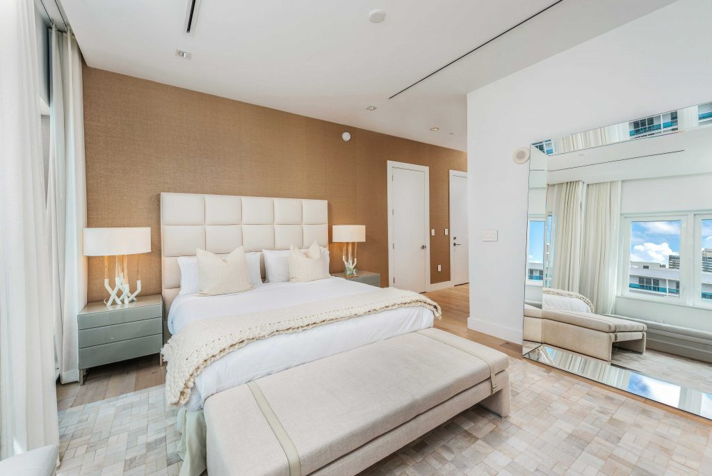 1 hotel-1606
